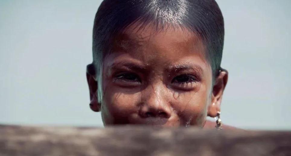 Niños de una tribu mutaron para poder ver debajo del agua