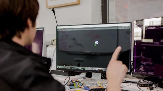 Facebook trabaja en dispositivo que controle el mouse o teclado con la mente