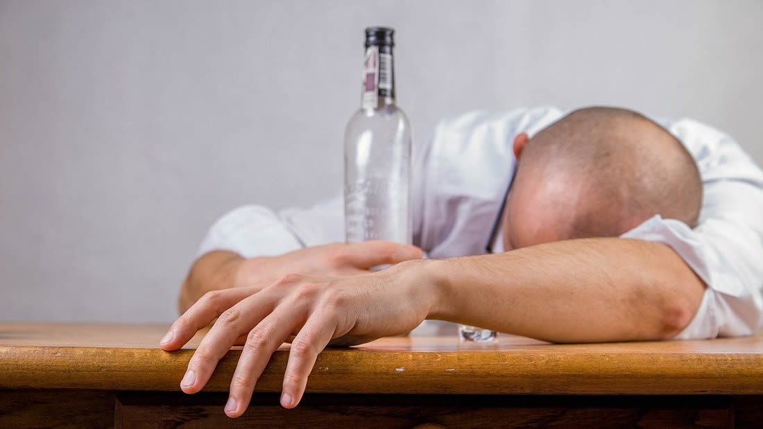 ¿Por qué no se debe beber alcohol durante la cuarentena por la pandemia?