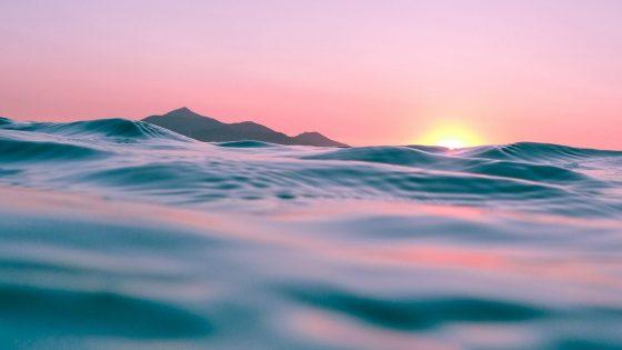 Desarrollan dispositivo de energía solar que transforma el agua de mar a potable en 30 minutos