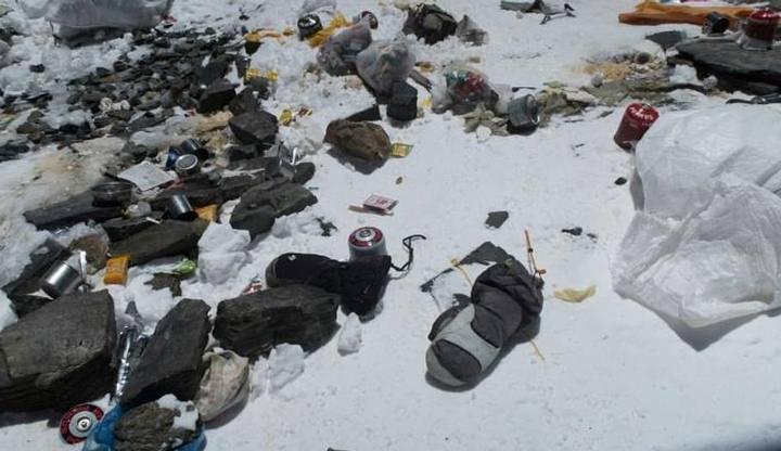 Ni siquiera el Monte Everest está libre de microplásticos