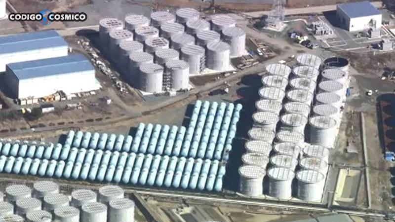 Tanques en que se almacena agua radiactiva cerca de la planta nuclear de Fukushima