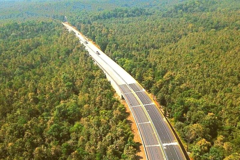 Autopista elevada en la India